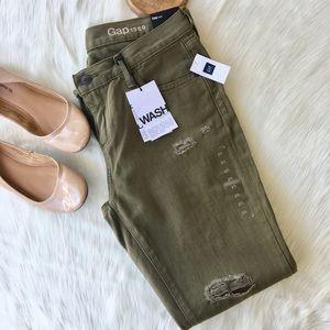 NWT GAP Girlfriend Jeans Size 27 R